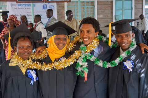 ÁFRICA: primera graduación universitaria de estudiantes refugiados