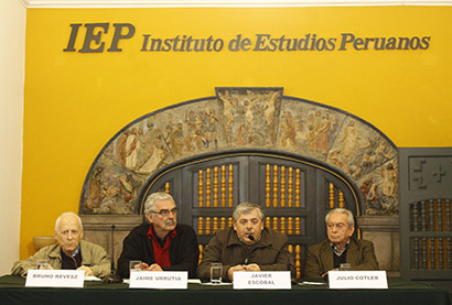 Nueva Publicación: «Miradas cruzadas: políticas públicas y desarrollo regional en el Perú», libro editado por el P. Bruno Revesz SJ