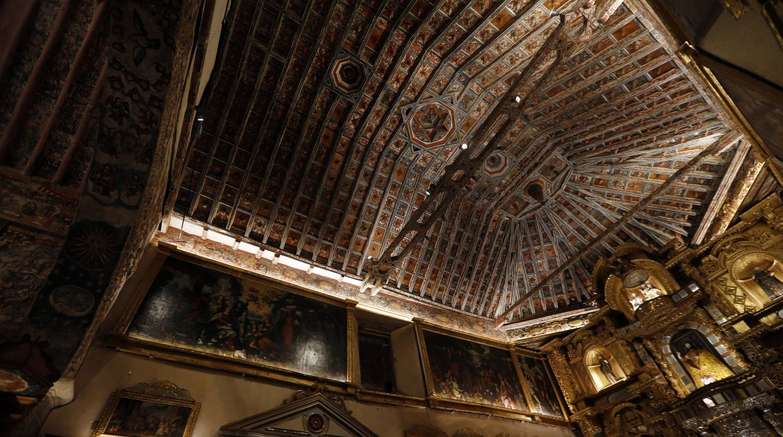 Iglesia de Huaro reabre sus puertas con iluminación ornamental