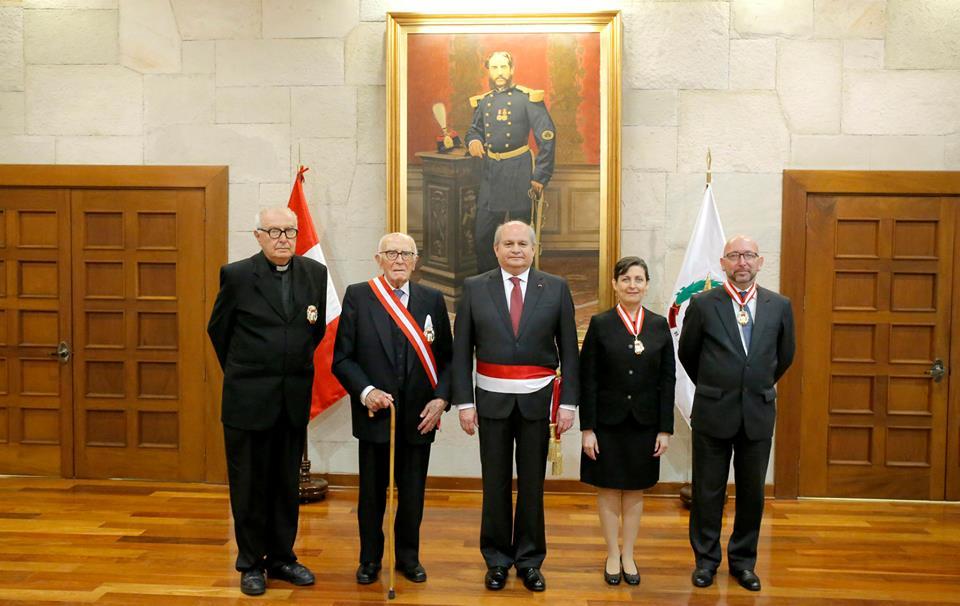 Distinguen con Orden Militar de Ayacucho al P. Armando Nieto SJ