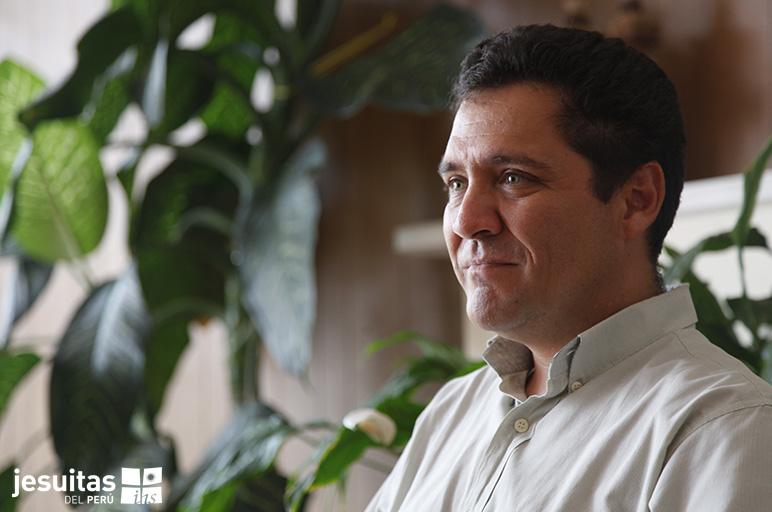 P. Miguel Cruzado SJ, Ex-alumno distinguido PUCP