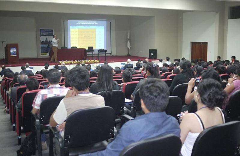 U. Ruiz de Montoya en Congreso Nacional de Ciencias Políticas