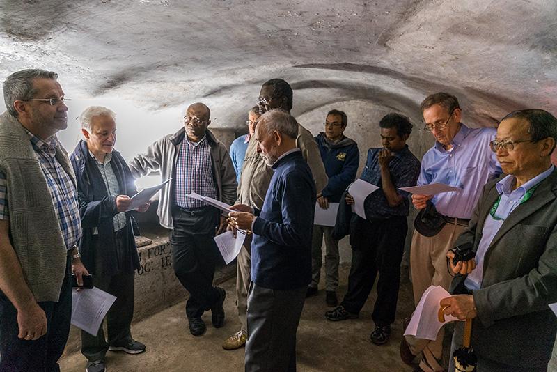 Visita a la cripta de la Iglesia de Gesù