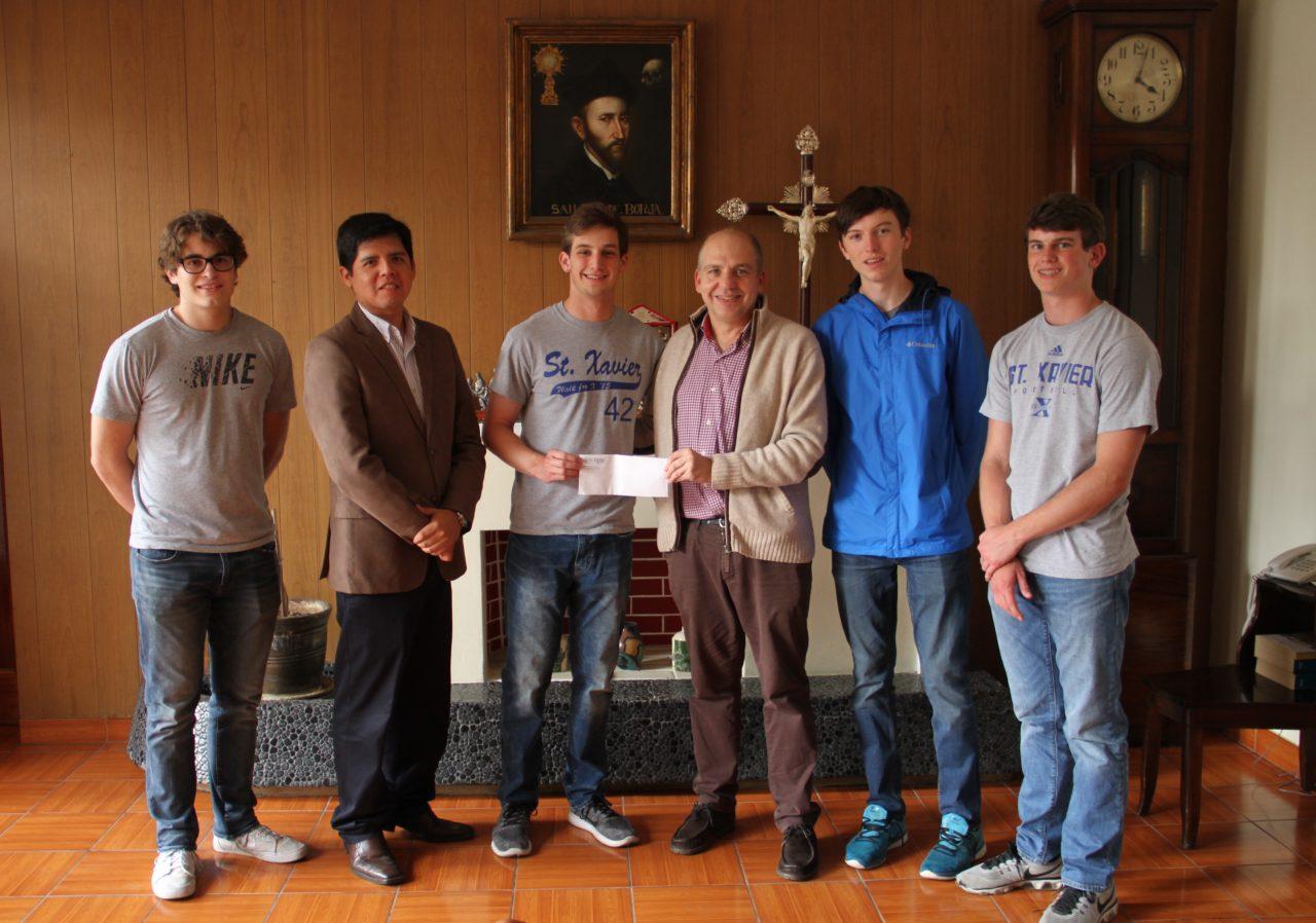 Alumnos del Saint Xavier High School entregan donación para damnificados de Piura