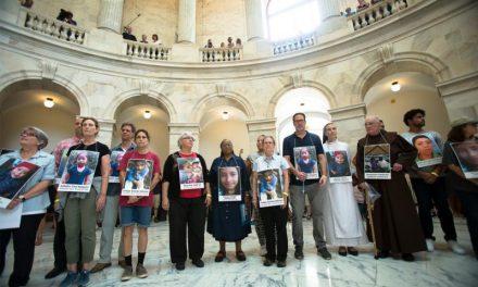 Obispos de EEUU respaldan católicos arrestados en Capitolio por denunciar trato a niños inmigrantes