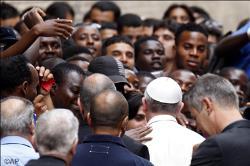 Francisco visita el Centro Astalli, del Servicio Jesuita para los Refugiados
