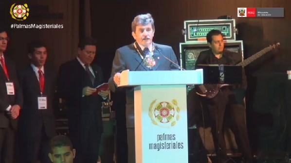 P. Javier Quirós SJ recibe las Palmas Magisteriales en grado de Amauta