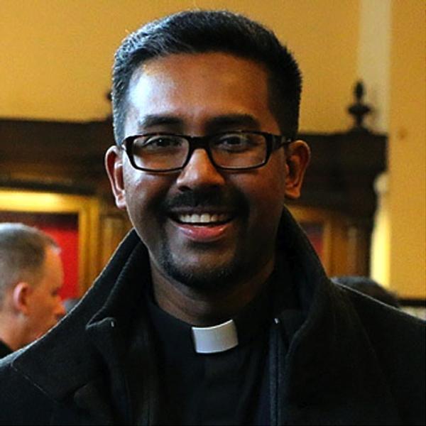 Jesuita es premiado por investigación sobre el cáncer