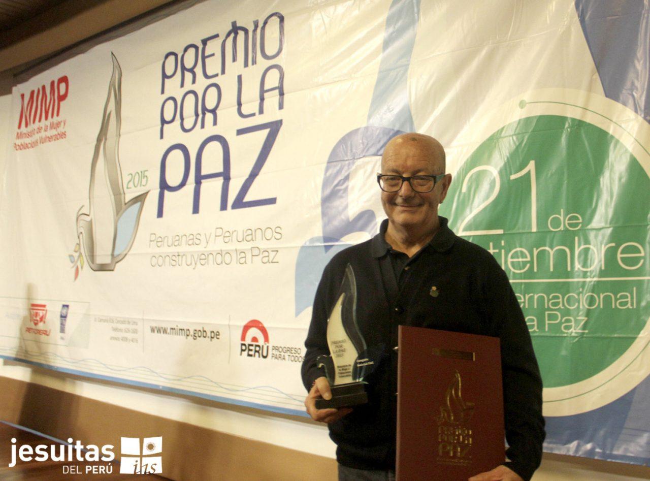 """""""Padre Chiqui"""" recibe Premio por la Paz 2015"""