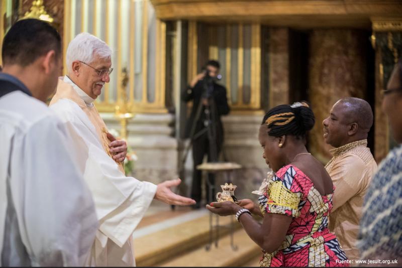 Superior General se reúne con refugiados en Roma