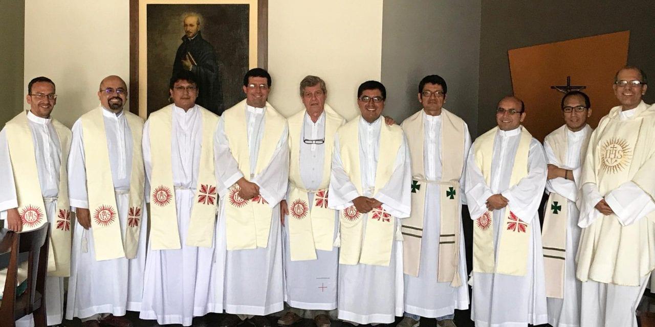 Reunión de neo sacerdotes