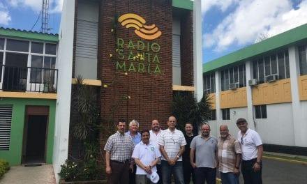 Provinciales jesuitas de América Latina, el Caribe y Estados Unidos visitan Radio Santa María