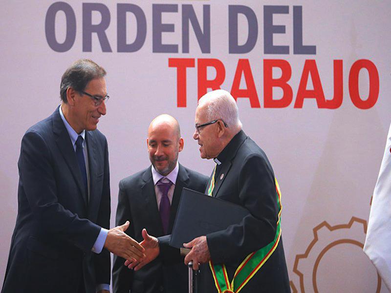Mons. Luis Bambarén SJ condecorado con la Orden del Trabajo 2018