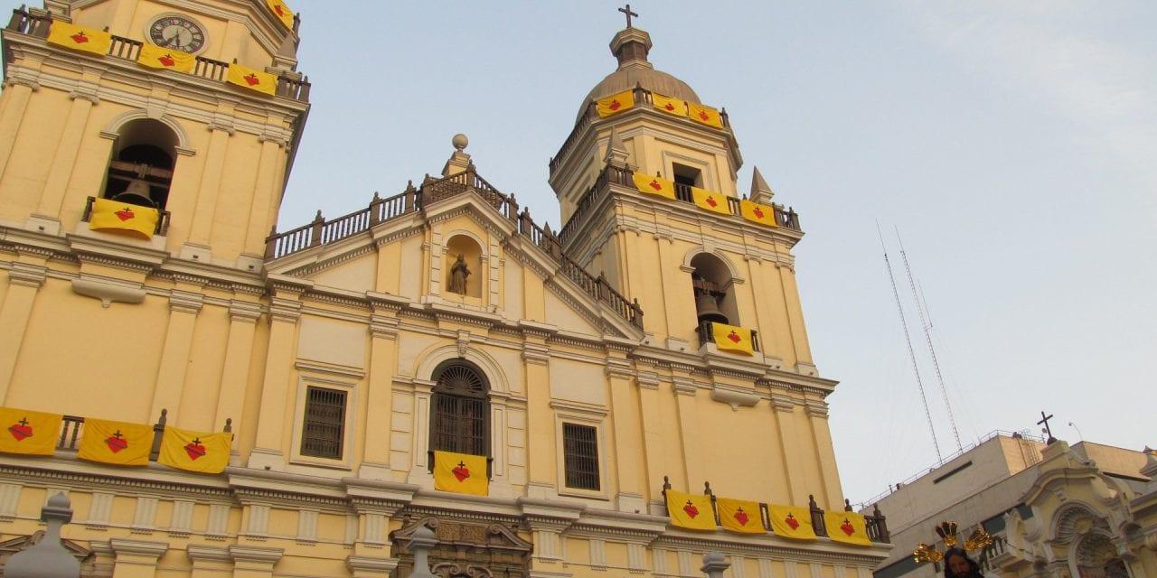 Procesión del Sagrado Corazón de Jesús en San Pedro