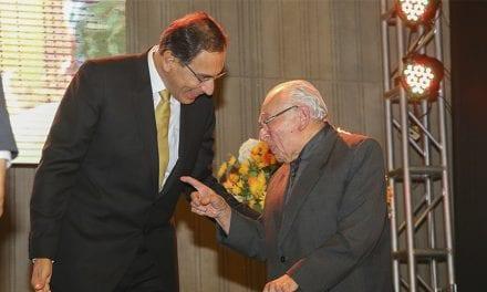 P. Gustavo Gutiérrez recibió las Palmas Magisteriales 2018