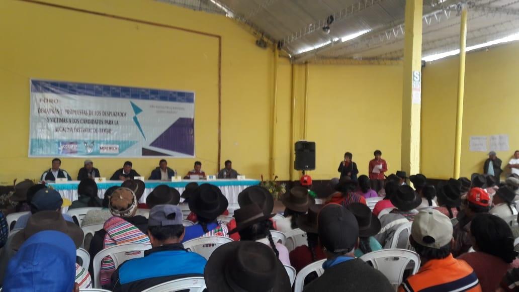 Centro Loyola Ayacucho: Candidatos escuchan propuestas de desplazados por la violencia
