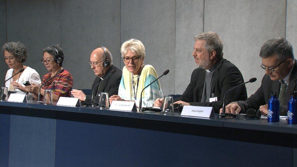 Sínodo Panamazónico: dos jesuitas en la Conferencia de Prensa del martes