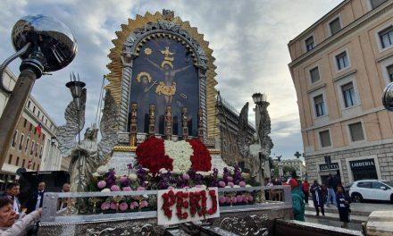 Papa Francisco saluda al Señor de los Milagros y peruanos en Roma