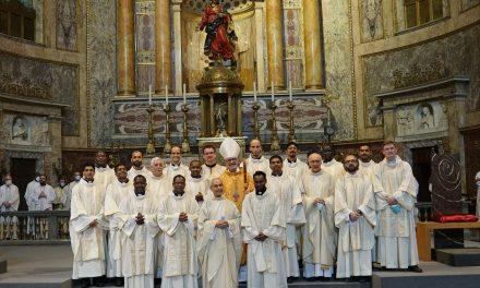 Veinte jesuitas de quince países diferentes fueron ordenados en Roma