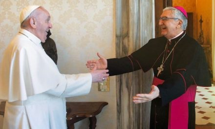Papa Francisco recibe en audiencia al Arzobispo de Lima y envía bendición para el Perú