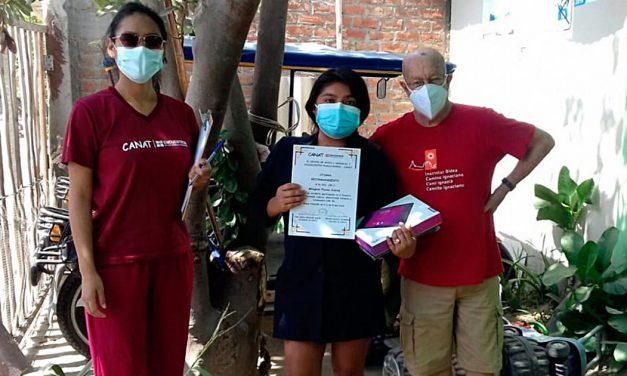 CANAT entregó tablets a jóvenes líderes de Piura