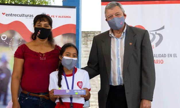 Fe y Alegría realiza nueva entrega de tablets en Piura