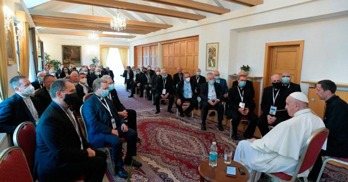El Papa Francisco se encuentra con jesuitas eslovacos